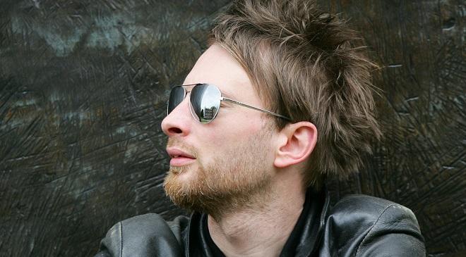 Том Йорк исполнил новую песню на концерте.