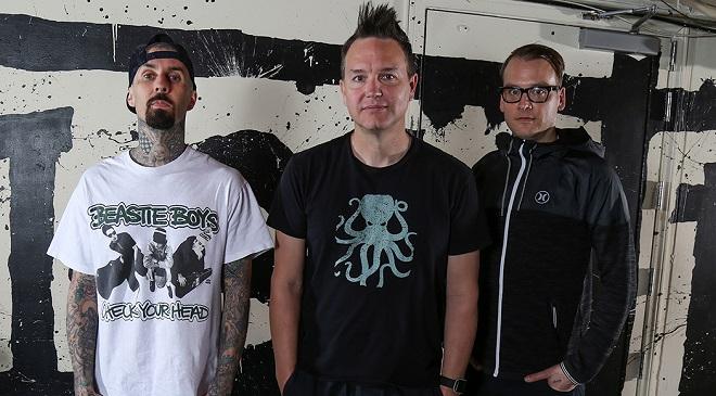 Новый видеоклип Blink-182 совсем как в 2000 году.