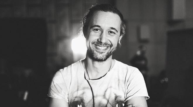 Позитивный клип на новый сингл Сергея Бабкина.