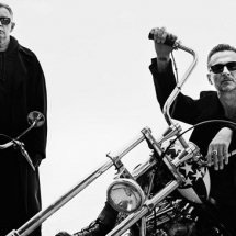 Дэйв Гаан в роли космонавта в новом клипе Depeche Mode.
