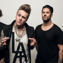 Двумя новыми треками разжились Papa Roach.