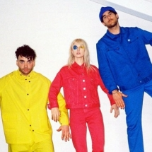 Paramore спели о тяжелых временах.