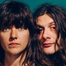 Courtney Barnett и Kurt Vile поменялись телами в новом видеоклипе.