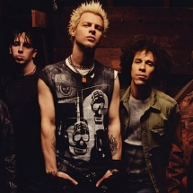 Powerman 5000 и Сид Вишес в платье.