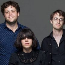 Screaming Females спели о жизни 'за стеклом'.